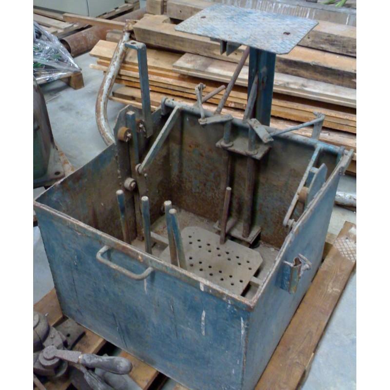 Máquina de abrir e fechar moldes de vidro por mergulho